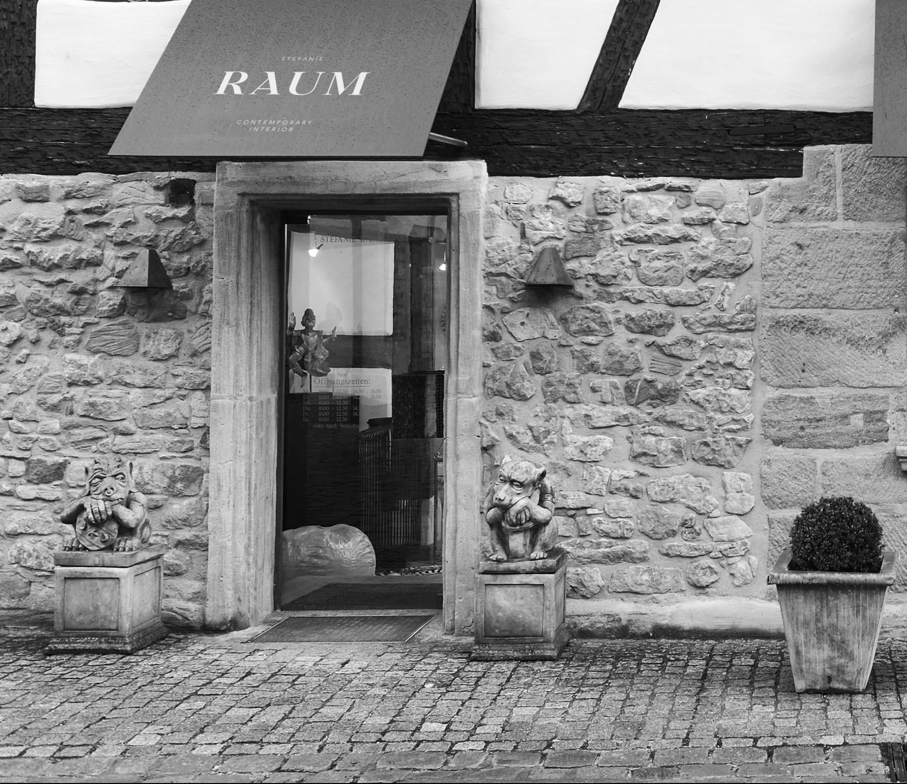 Hier sehen Sie ein Bild von Eingangsbereich Ladengeschäft in Wendelstein - RAUM contemporary interior