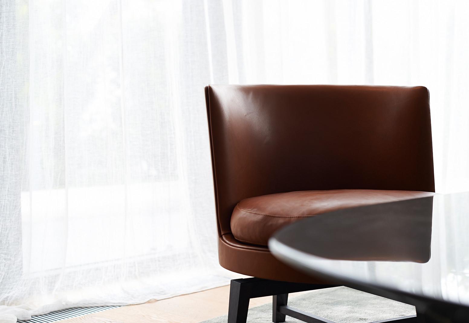 Hier sehen Sie ein Bild von Stefanie Raum Wohnzimmer Sessel Raum Contemporary Interior