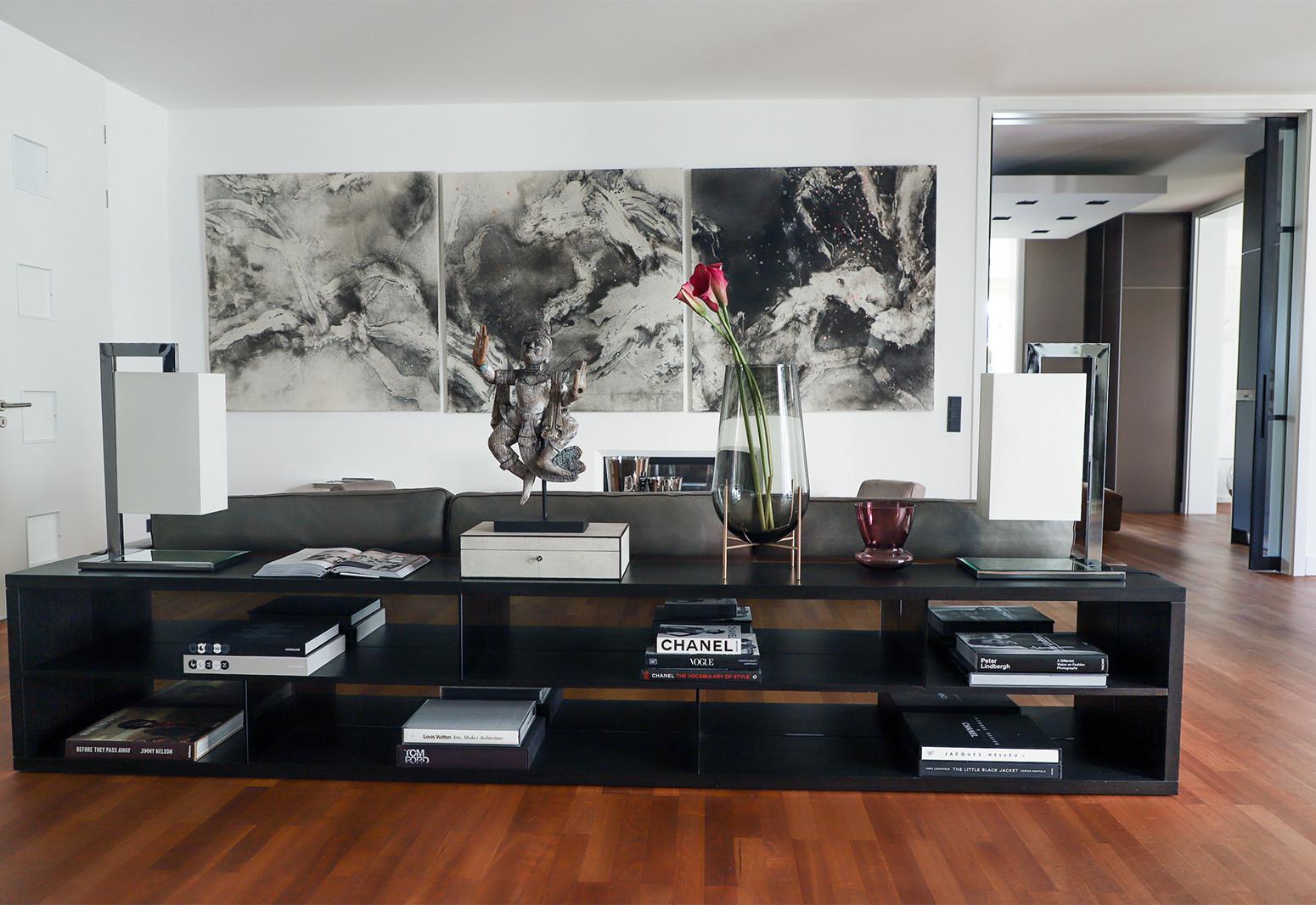 Hier sehen Sie ein Bild von Stefanie Raum Wohnzimmer Sideboard Dekoration Raum Contemporary Interior